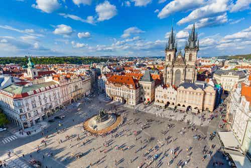 La monumental Plaza de la Ciudad Vieja de Praga