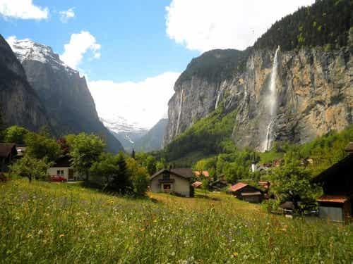 Recorremos el espectacular valle de las 72 cascadas en Suiza