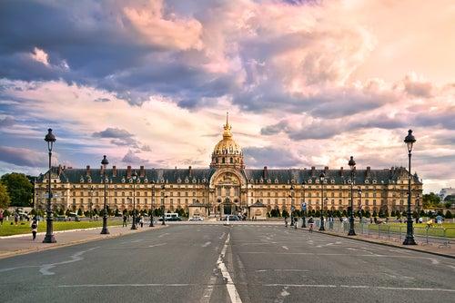 Entramos al magnífico Palacio Nacional de los Inválidos de París