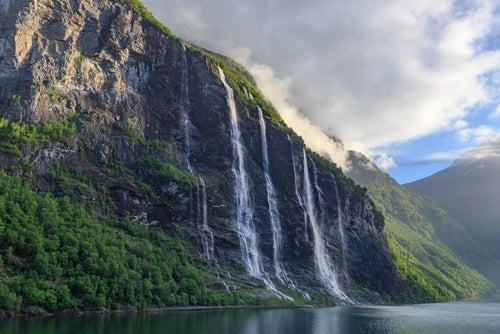Cascada de las Siete Hermanas en Noruega