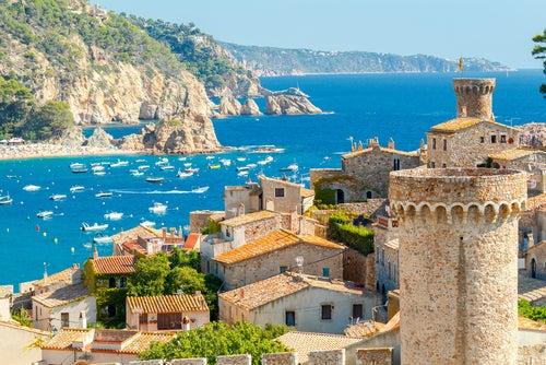 Vista de Tossa de Mar uno de los pueblos de Girona más bonitos