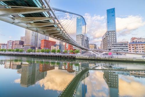 Puente de Zubizuri en Bilbao