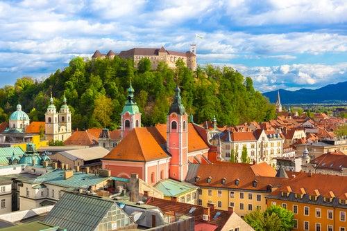 Visitamos los tesoros de Liubliana, una ciudad curiosa y elegante