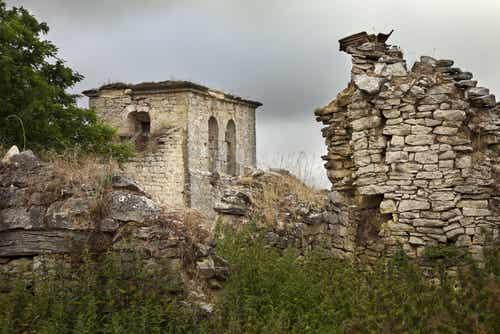 Los 7 pueblos abandonados más curiosos de España