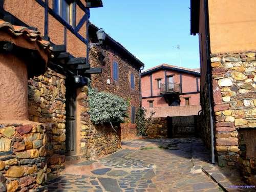 Pueblos amarillos, rojos y negros: una espectacular ruta en Segovia