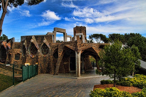 La cripta de la Colonia Güell, el mayor secreto de Gaudí