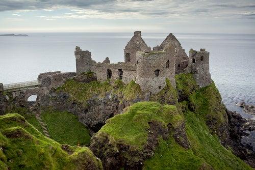 Castillo de Dunluce en Irlanda