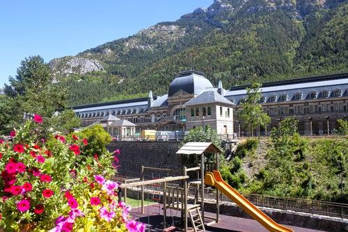 Canfranc en los Pirineos, un destino único