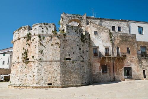 Castillo de Conversano en el valle de Itria