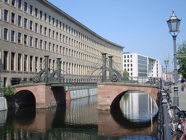 Jungfernbrücke en Berlín
