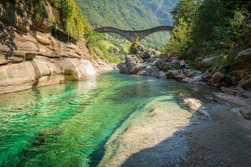 Río Verzasca en Suiza