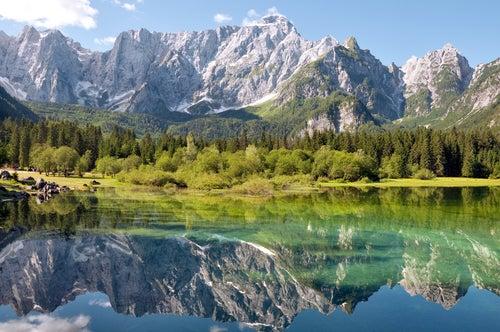 Lago di Fusine en los Dolomitas