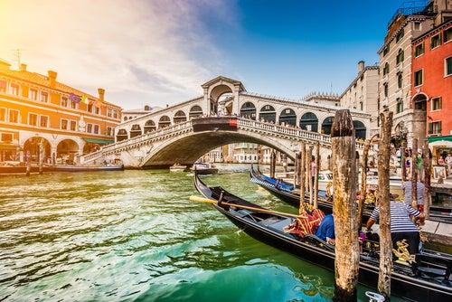 Puente Rialto en Venecia