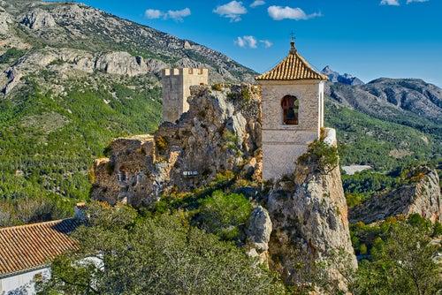 El Castell de Guadalest, donde arquitectura y roca se difuminan