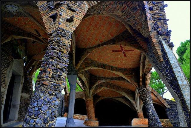 Exterior de la cripta de Gaudí