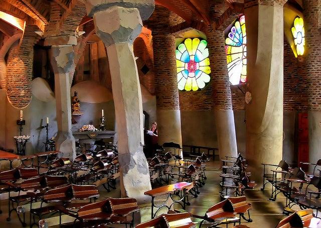 Interior de la Cripta de Gaudí