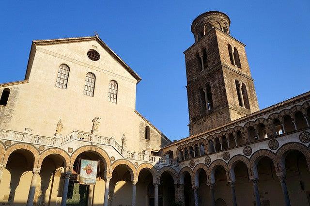 Catedral de Salerno en la costa amalfitana