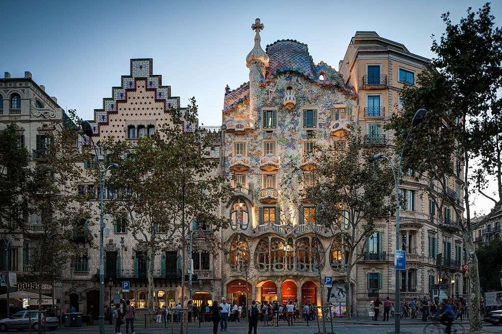 Recorremos el bello Paseo de Gracia en Barcelona