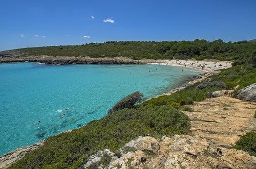 Cala Varques, en Mallorca, te invita a disfrutar de sus aguas