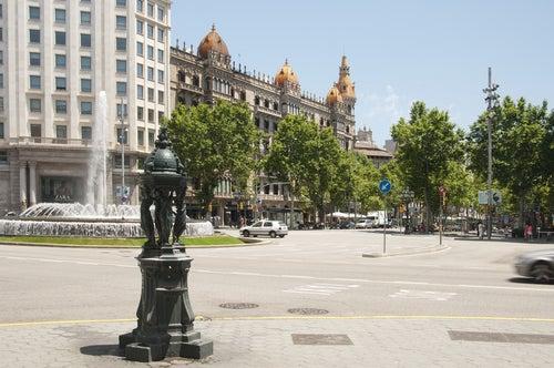 Paseo de Gracia, uno de los sitios para alojarse en Barcelona