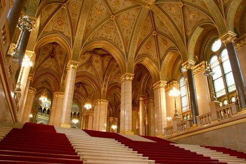 Escalera del Parlamento de Budapest