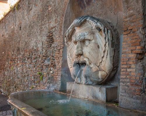 Aspectos de Roma, fuente pública