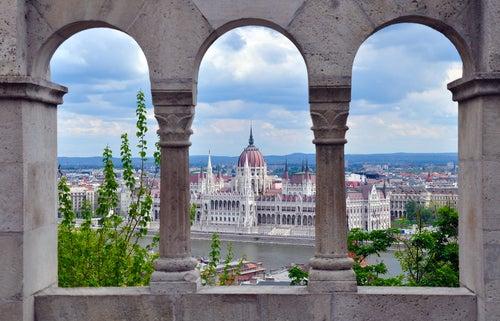 El PArlamento de Budapest desde el Bastión de los Pescadores