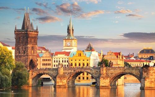 El puente de Carlos: belleza medieval en Praga