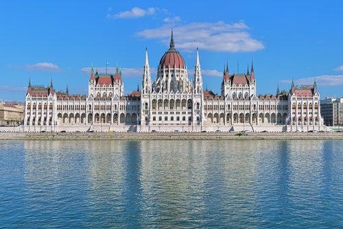 Visitamos el impresionante Parlamento de Budapest