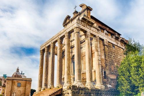 Templo de Antonio y Faustina en el Foro Romano