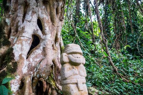 Estatua en el Parque arqueológico San Agustín