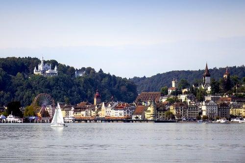 Vista de Lucerna desde el LAgo