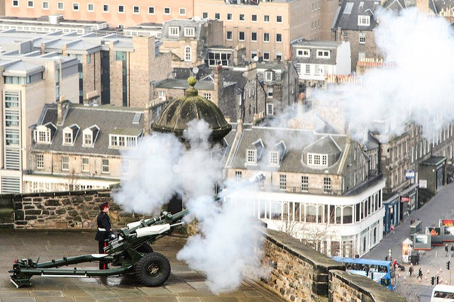 Cuidado con el cañón One O'Clock Gun de Edimburgo