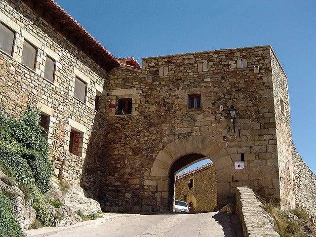 Portal de la muralla de Puertomingalvo