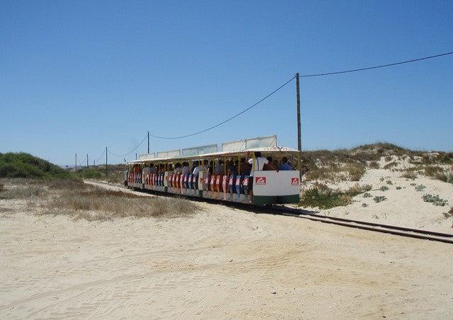 Tren Transpraia en Costa Caparica