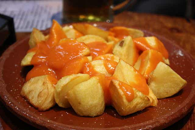 Dónde comer las mejores patatas bravas en España