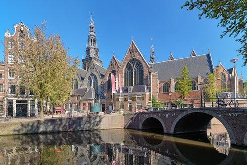 Oude Kerk en el Barrio Rojo de Ámsterdam