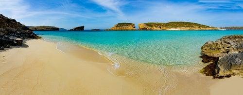Vista de Blue Lagoon, una de las mejores playas de Malta