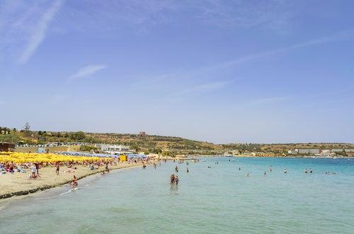Mellieha Bay una de las mejores playas de Malta