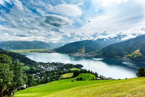 El lago Zell, un lugar maravilloso en los Alpes