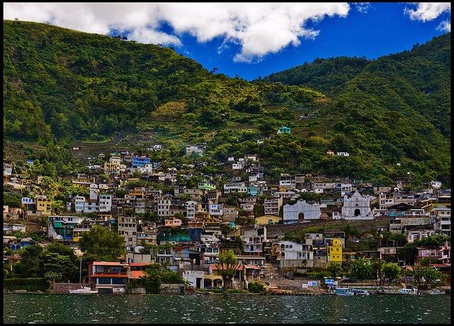 San Antonio Palopó en el lago Atitlán