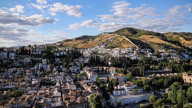 Un paseo por el encantador barrio de Sacromonte en Granada
