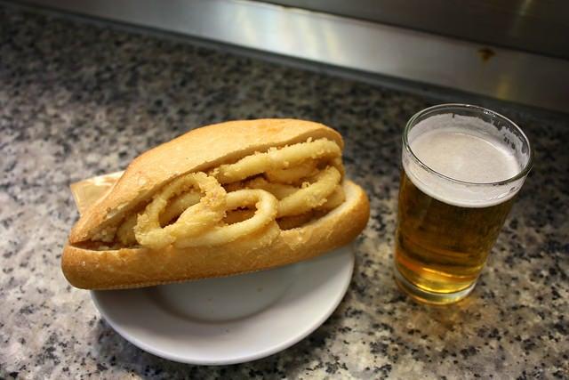 Bocatas de calamares en Madrid, bar Postas