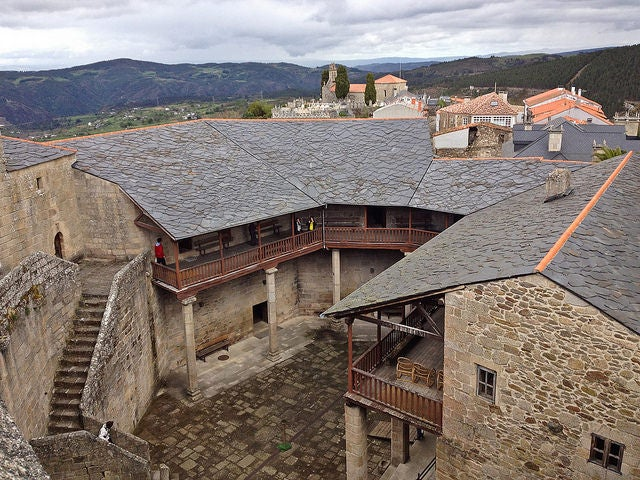 Castillo de Castro Caldelas en la Ribeira Sacra