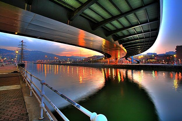Puente Euskalduna en Bilbao