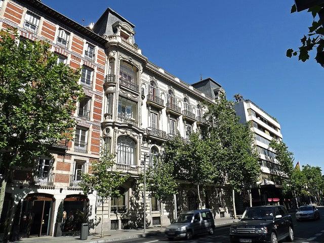 Paseando por la calle Serrano de Madrid