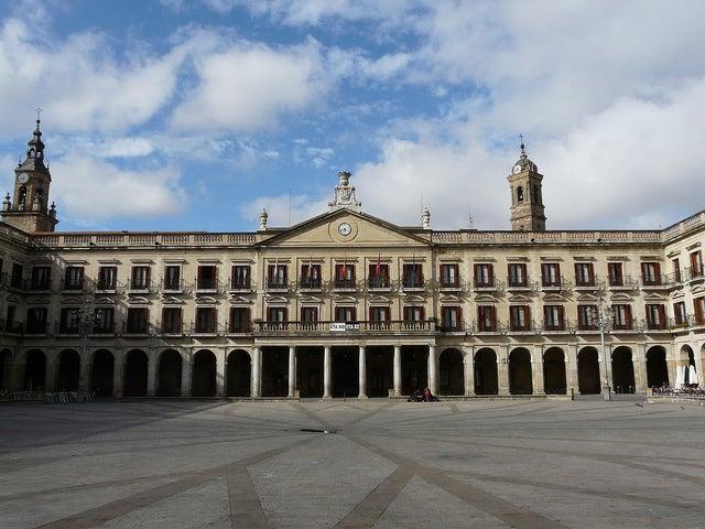 Plaza Nueva, lugar que ver en Vitoria
