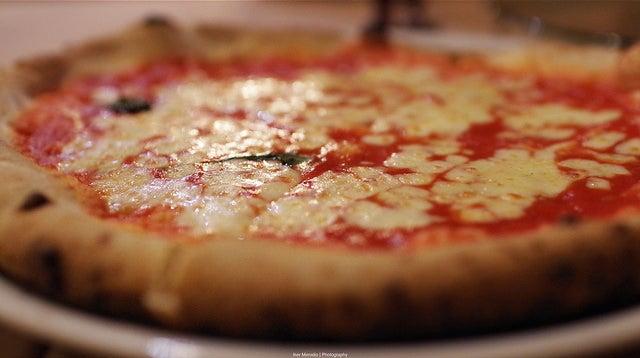 Pizza de Anema e Core, uno de los restaurantes italianos en Madrid