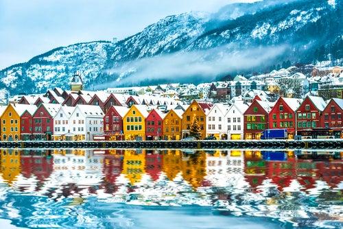 Bergen,entrada a los cruceros por los fiordos noruegos