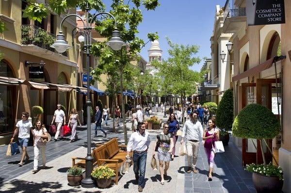 Calle de Las Rozas Village